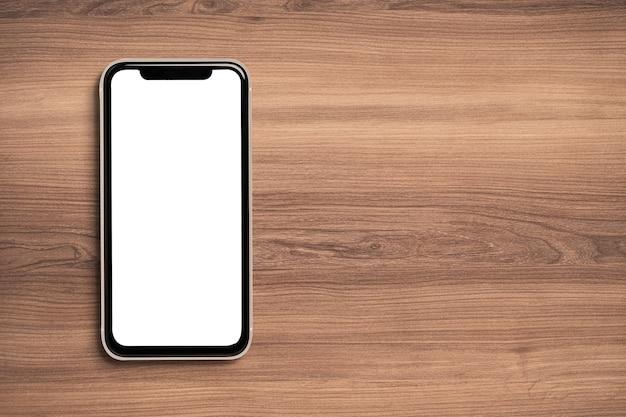 Smartphone com tela branca para maquete em fundo de madeira.