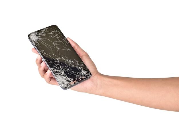 Smartphone com tela quebrada na mão isolado no branco