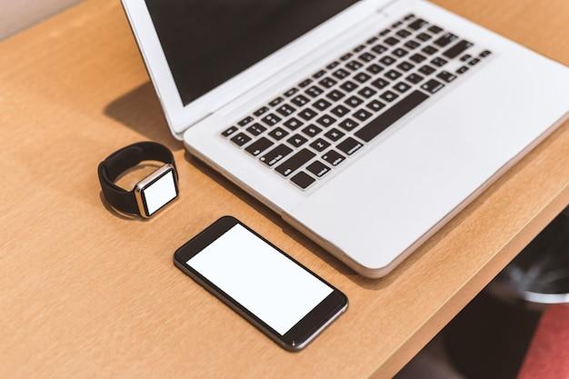 Smartphone com um laptop
