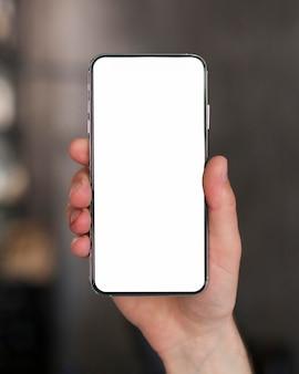 Smartphone de close-up com espaço de cópia