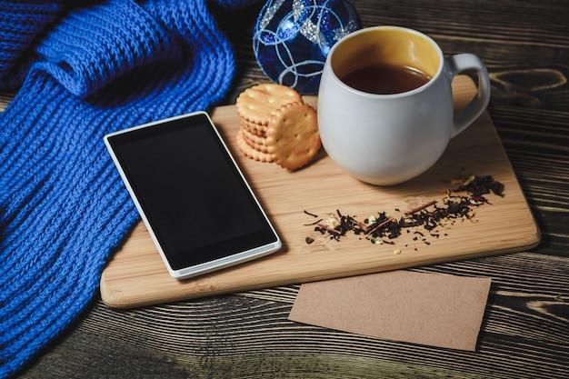 Smartphone e chocolate quente