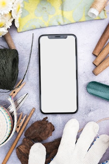 Smartphone e objetos de jardim