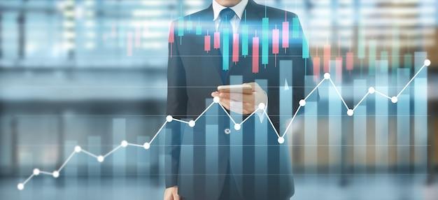 Smartphone na mão e plano gráfico de crescimento e aumento de gráficos de indicadores positivos em seu negócio