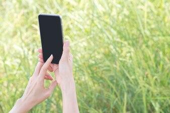Smartphone na mão segurando
