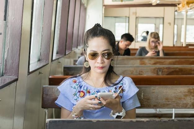 Smartphones senhora com viagens