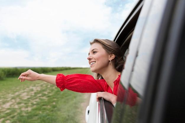 Smiley feminino no carro