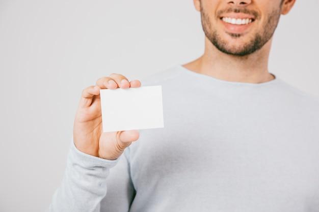 Smiley mand com cartão de visita
