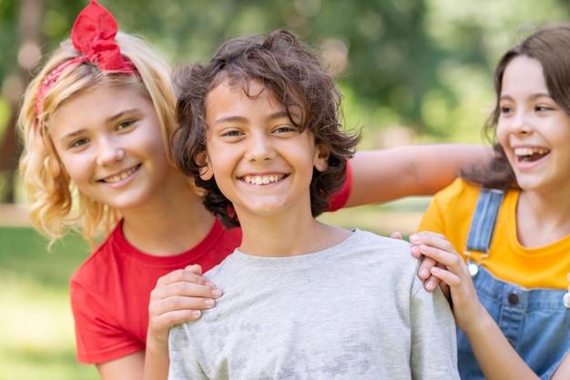 Smiley para crianças no parque