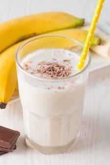 Smoothie de banana fresca ou batido