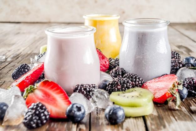 Smoothie de frutas e bagas de verão