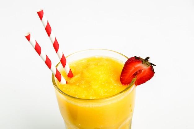 Smoothie de frutas saudáveis com morangos
