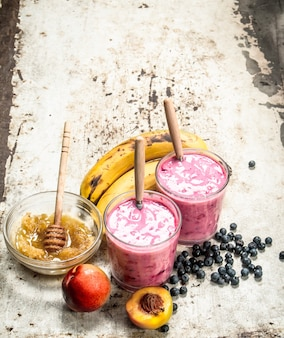 Smoothie de frutas vermelhas com banana