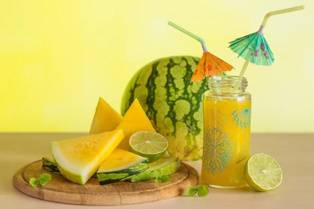 Smoothie de melancia com limão e hortelã