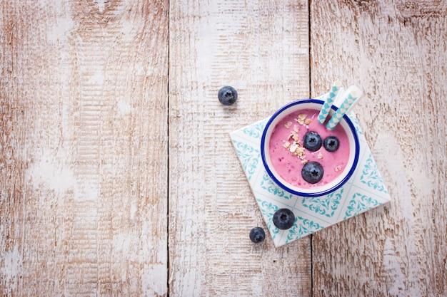 Smoothie de morango com blueberries