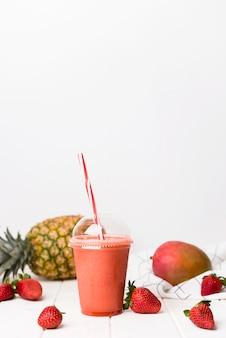 Smoothie de morango no copo