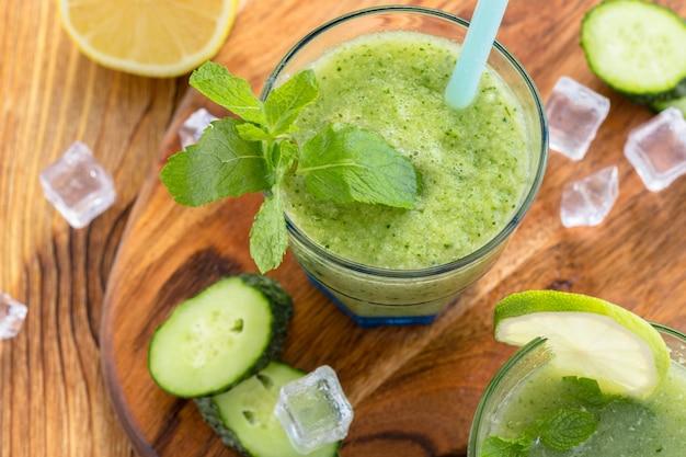 Smoothie de vegetais verdes