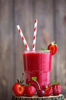 Smoothie e frutas frescas