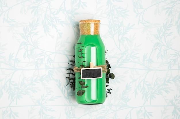 Smoothie verde com maquete de lousa