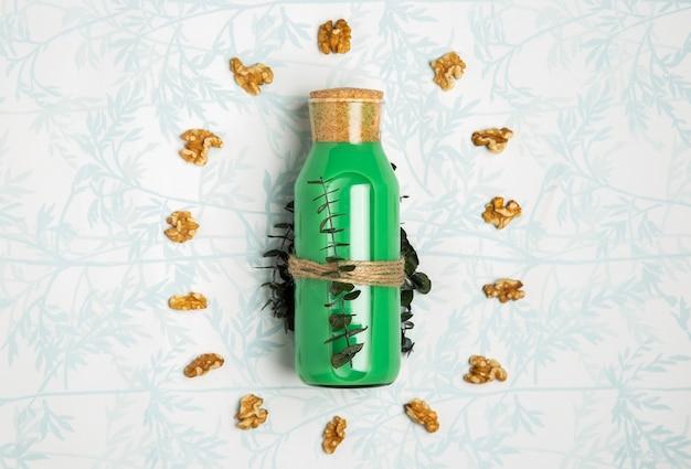 Smoothie verde com sementes de nozes