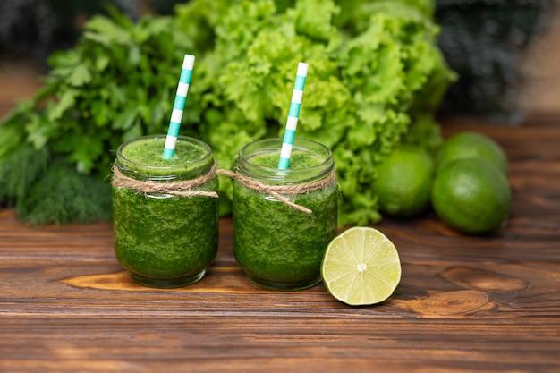 Smoothie verde fresco desintoxicação verde bebida comidas e bebidas saudáveis