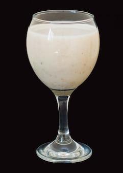 Smoothies com leite, banana e flocos de aveia