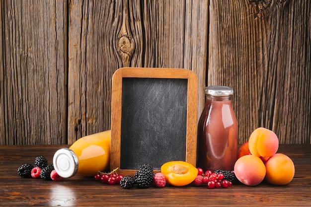 Smoothies de frutas frescas copyspace