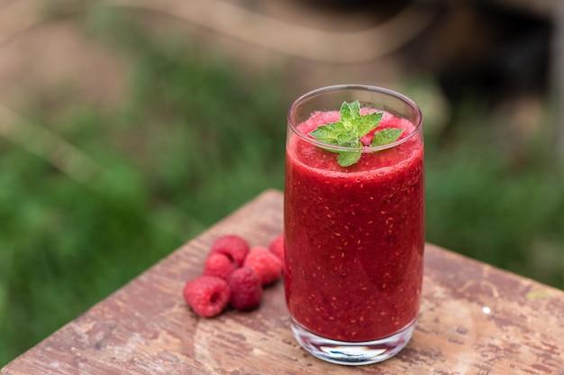 Smoothies frutados de frutas frescas