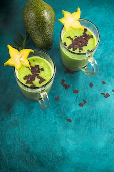 Smoothies verdes saudáveis e deliciosos
