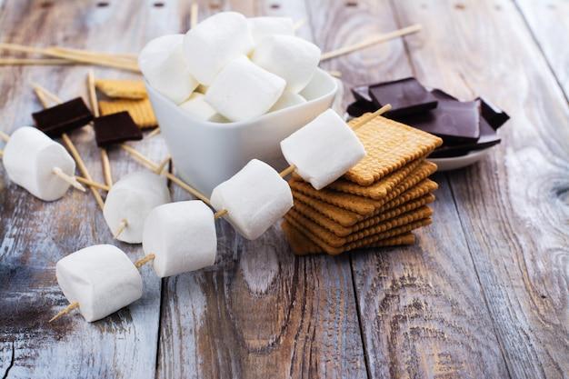 Smores ingredientes de sobremesa