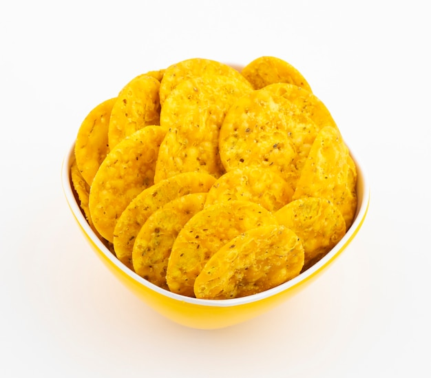 Snack de rua indiano masala khari papdi em branco