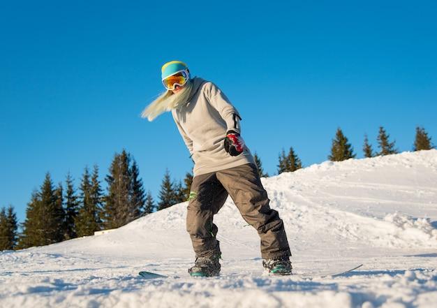 Snowboarder feminina