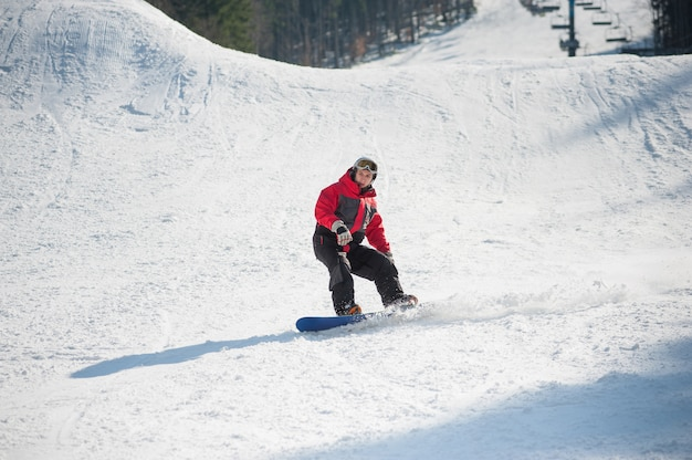 Snowboarder, passeios, fresco, neve, após, pular