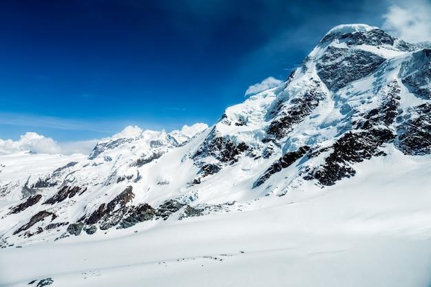 Snowy mountain matterhorn, zermatt, suíça Foto Premium