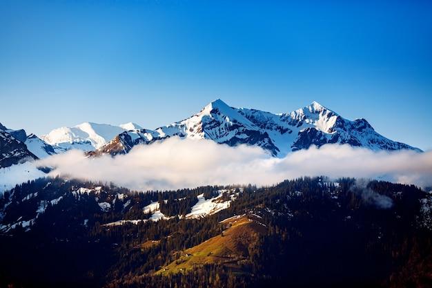 Snowy mountain matterhorn, zermatt, suíça