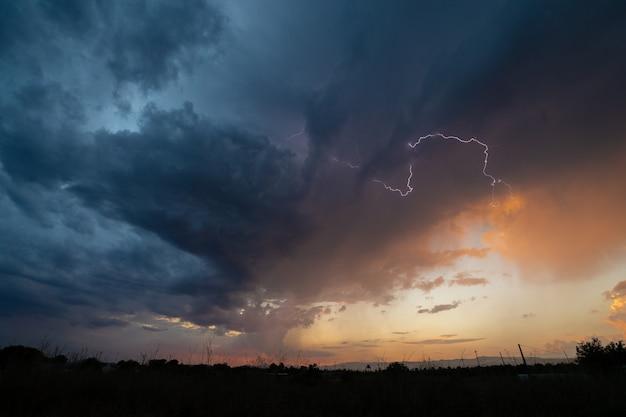 Sob a tempestade