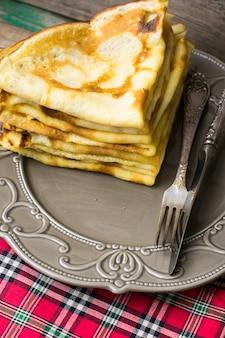 Sobremesa com panquecas e mel