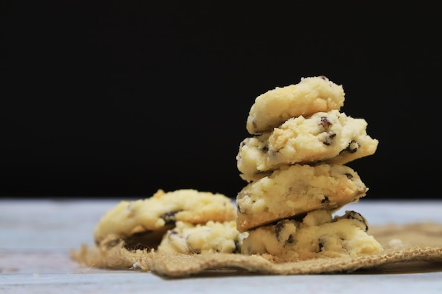 Sobremesa cookie homade em fundo preto