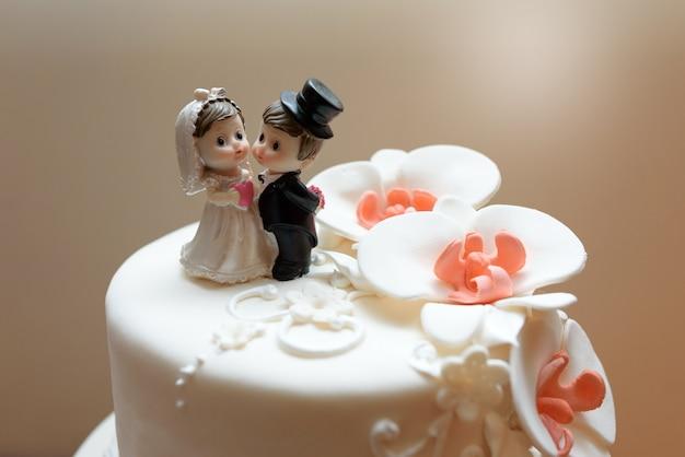 Sobremesa de bolo de casamento com mástique de orquídeas