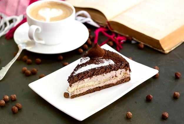 Sobremesa de café com chocolate por cima
