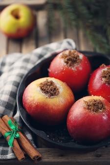 Sobremesa de inverno com maçãs