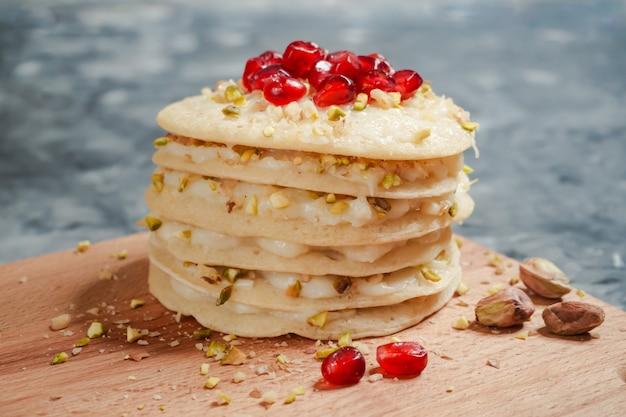 Sobremesa de panquecas árabes. panquecas marroquinas de baghrir.