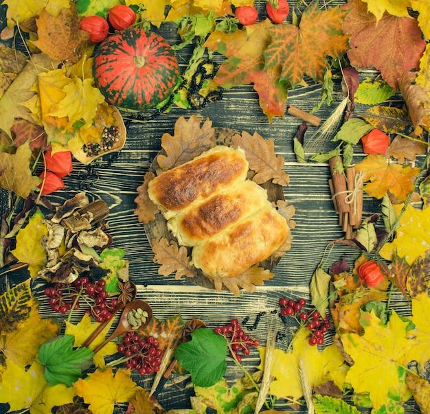 Sobremesa de torta caseira no outono