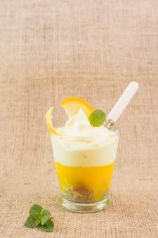 Sobremesa deliciosa camada de limão