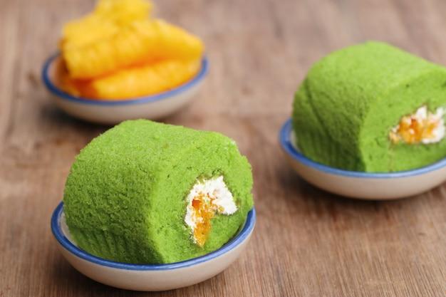 Sobremesa doce do bolo do rolo verde