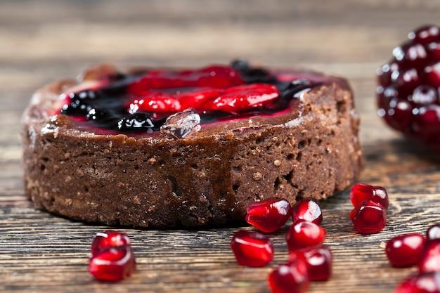 Sobremesa doce e deliciosa feita com uma grande quantidade de ingredientes, pastéis com grande quantidade de calorias para comer no final do almoço, confeitaria