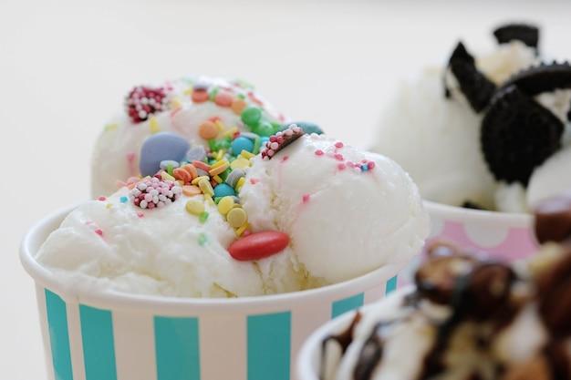 Sobremesa. sorvete delicioso na mesa
