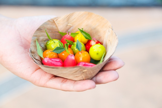 Sobremesa tailandesa colorida tradicional derivada do maçapão