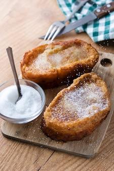 Sobremesa tradicional da páscoa de torrijas espanholas caseiras.
