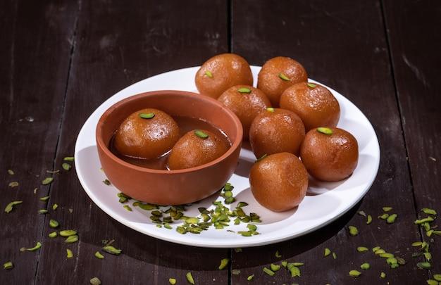 Sobremesa tradicional indiana gulab jamun