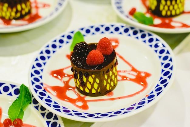 Sobremesas congeladas preparadas para serem servidas em jantares em um evento